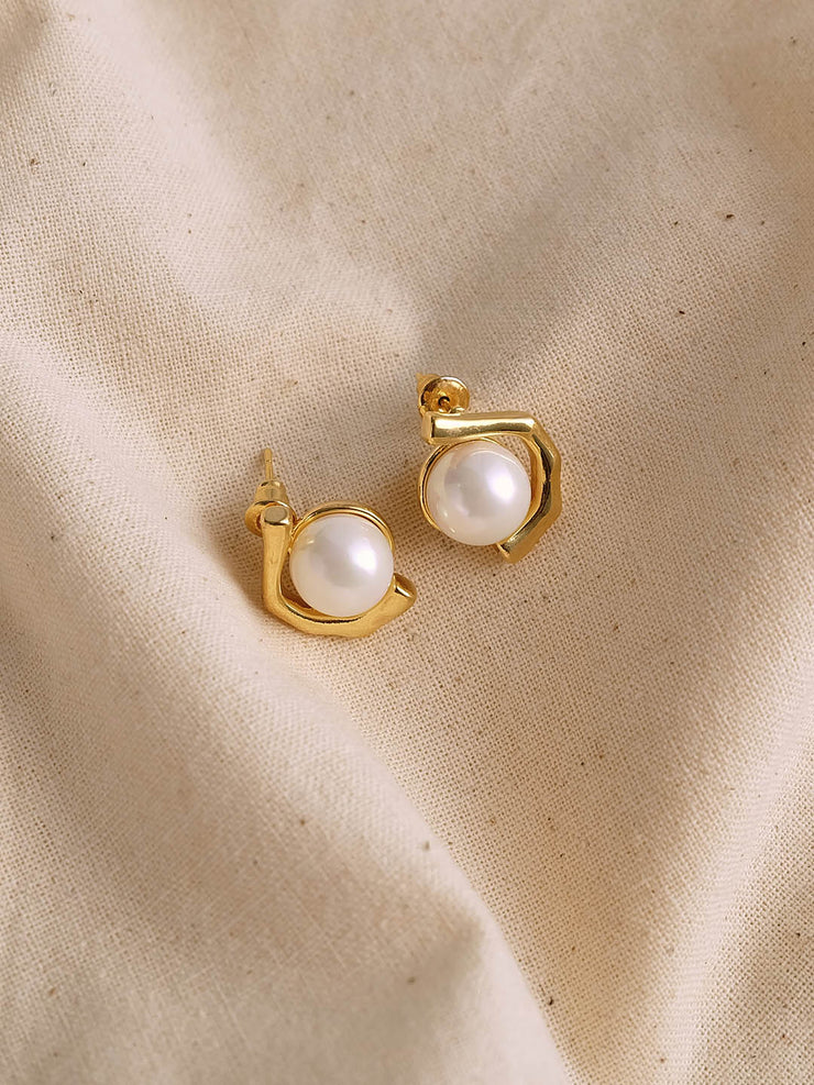 Marcy Vintage Shell Pearl Small Earrings