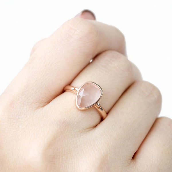 SoHo Rose Quartz Bezel Ring - Rose Gold