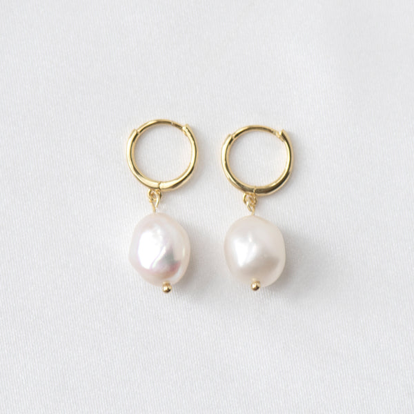 Bianca Baroque Pearl Drop Huggie Earrings in 18k Gold