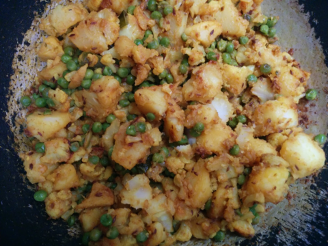 TURMERIC & GINGER SPICED POTATOES & CAULIFLOWER - 'Haldi and Adarak Masala Gobi Aloo'