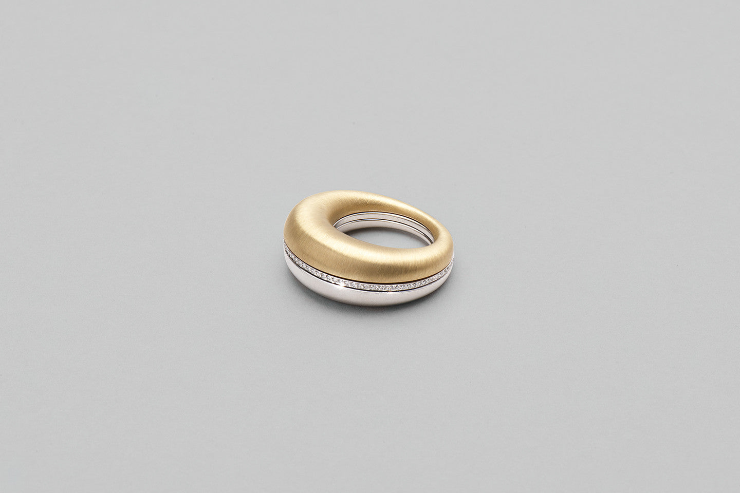 Beautiful Small Ring | 18K Yellow Gold and 18K White Gold with Brilliant cut diamonds