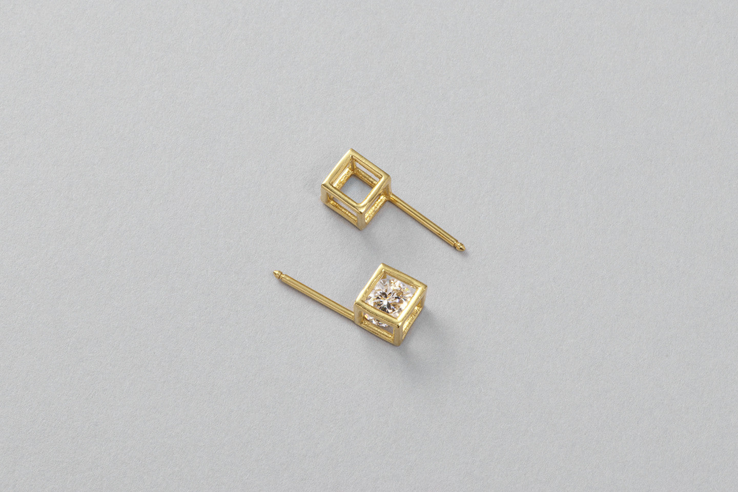 Grace ear studs | 18k yellow gold with Brilliant cut diamonds