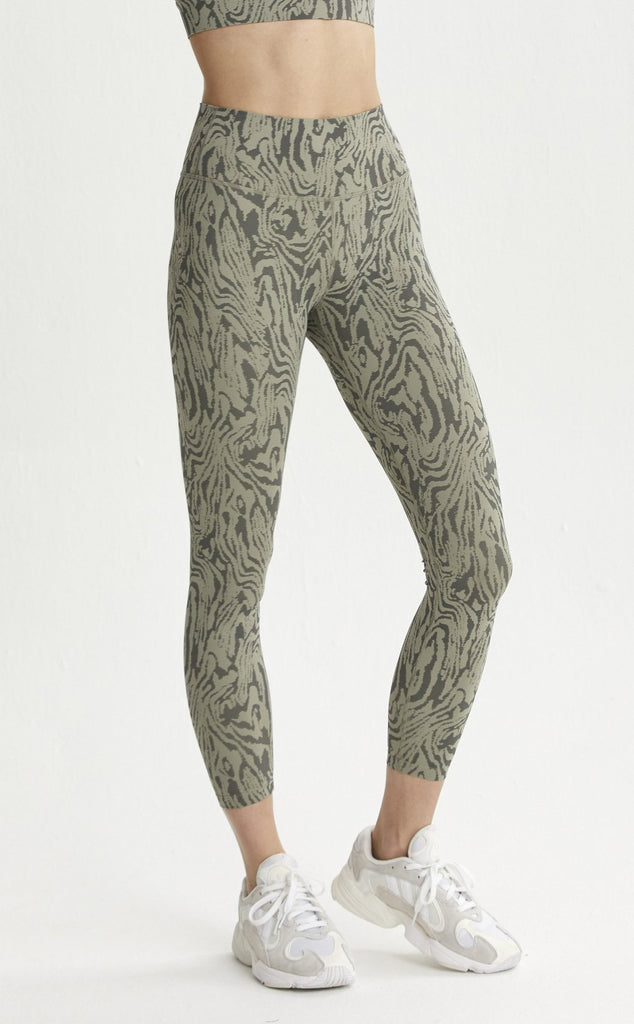 VARLEY 7/8 Luna Legging Distorted Grain | Shop at SPORTLES.com
