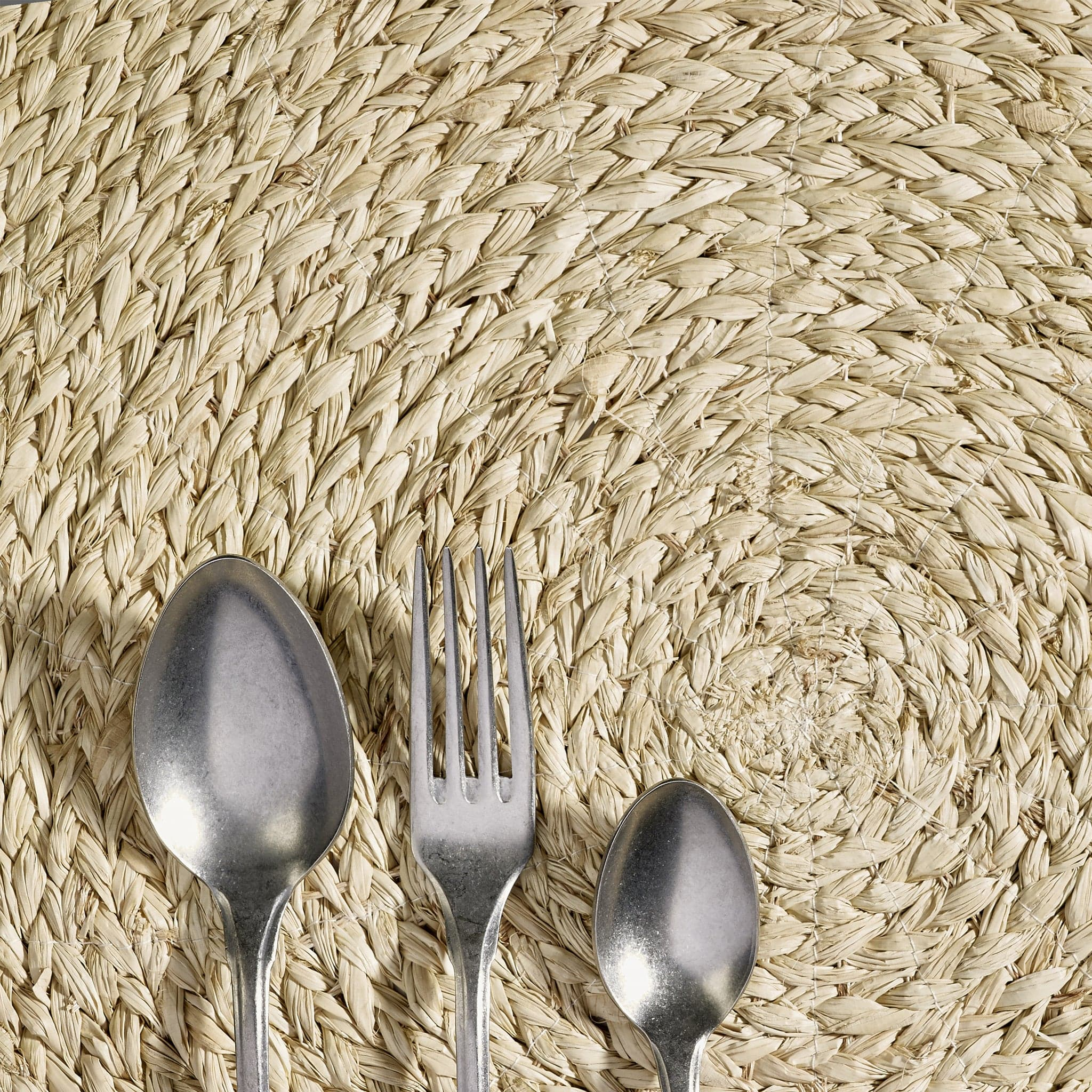 Round Raffia Placemat in Ivory