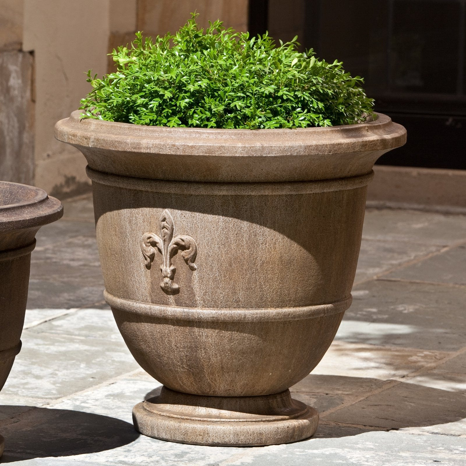outdoor the ivy pros planter v urn elms products garden art