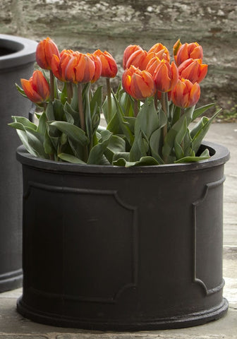 Portsmouth Round Planter in Black - Lightweight Planters - Outdoor Art Pros