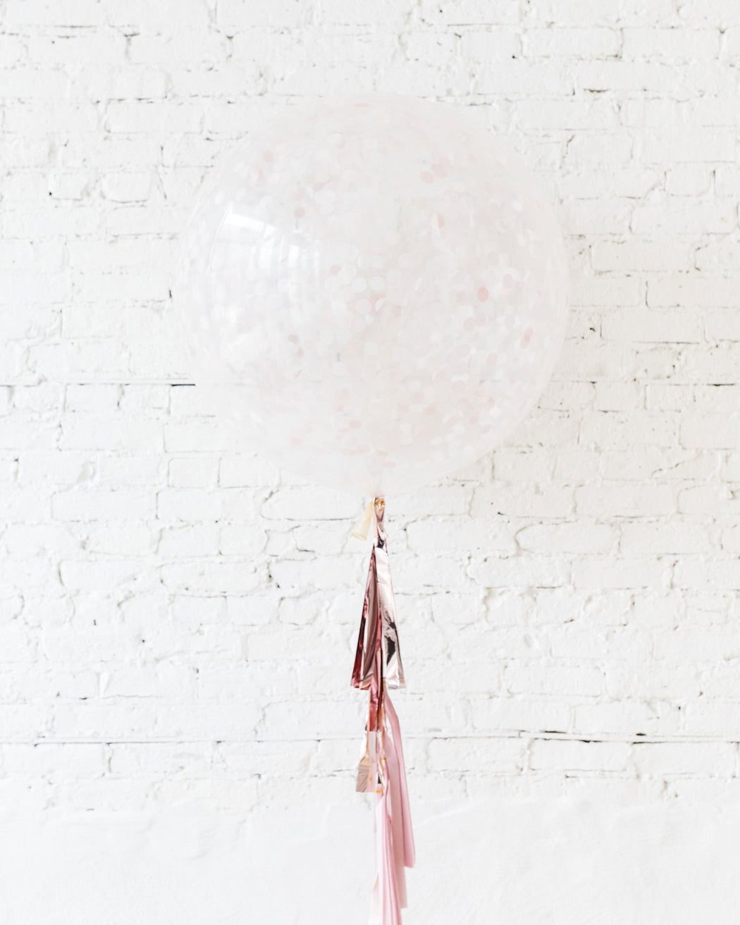 GIFT-Pink Confetti Giant Balloon and Ombre Pink Tassel