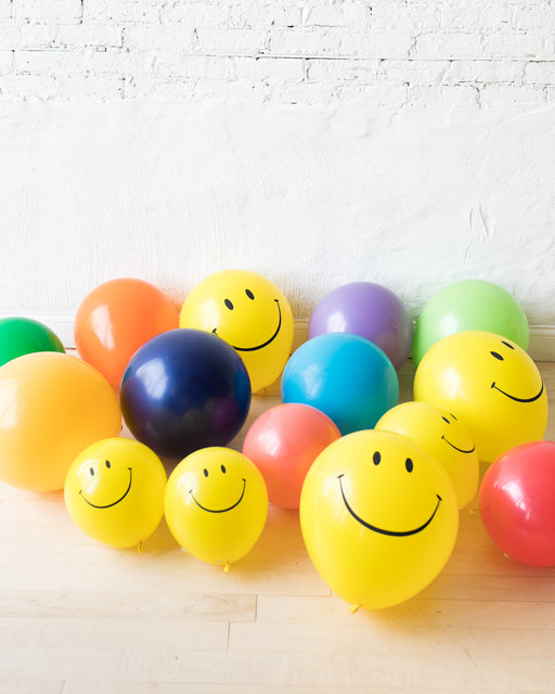 GIFT-Multicolor Palette with Happy Face Floor Balloons - set of 15