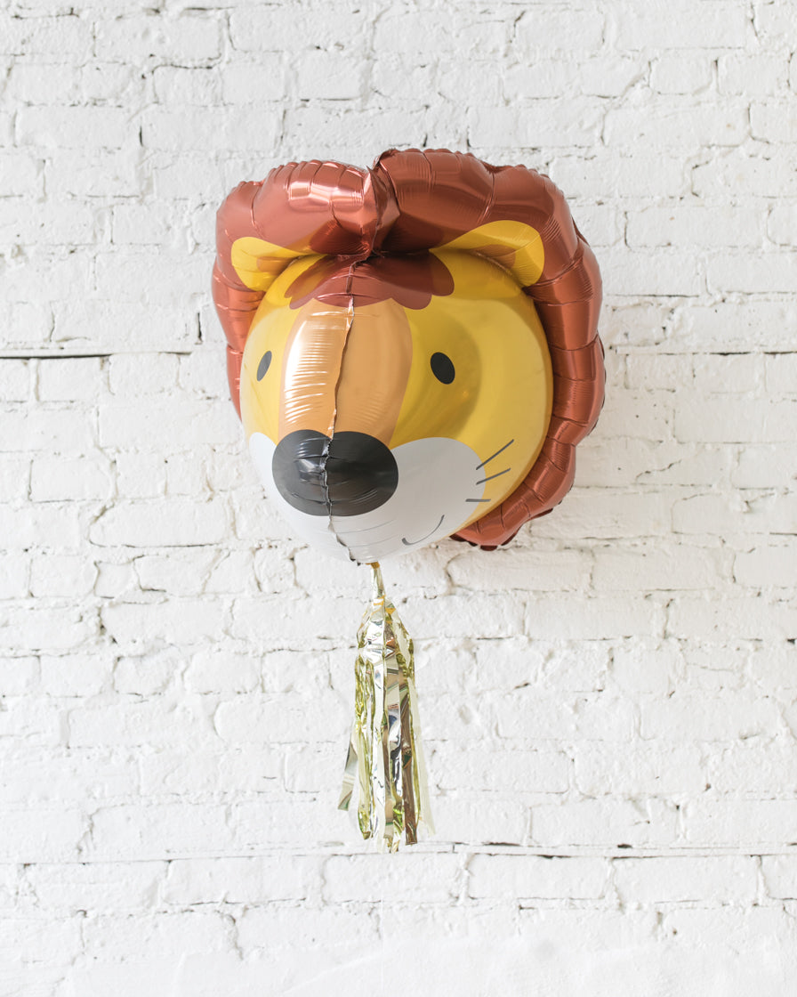 GIFT-30in 3D Lion Foil Balloon and Gold Skirt