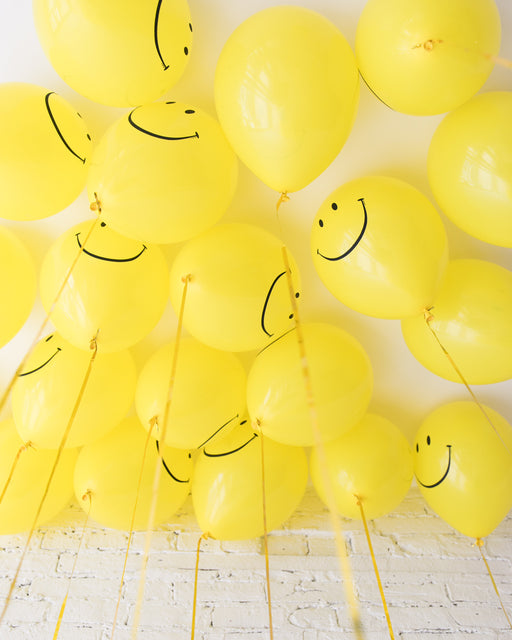 GIFT-Happy Face 11in Ceiling Balloons - set of 25