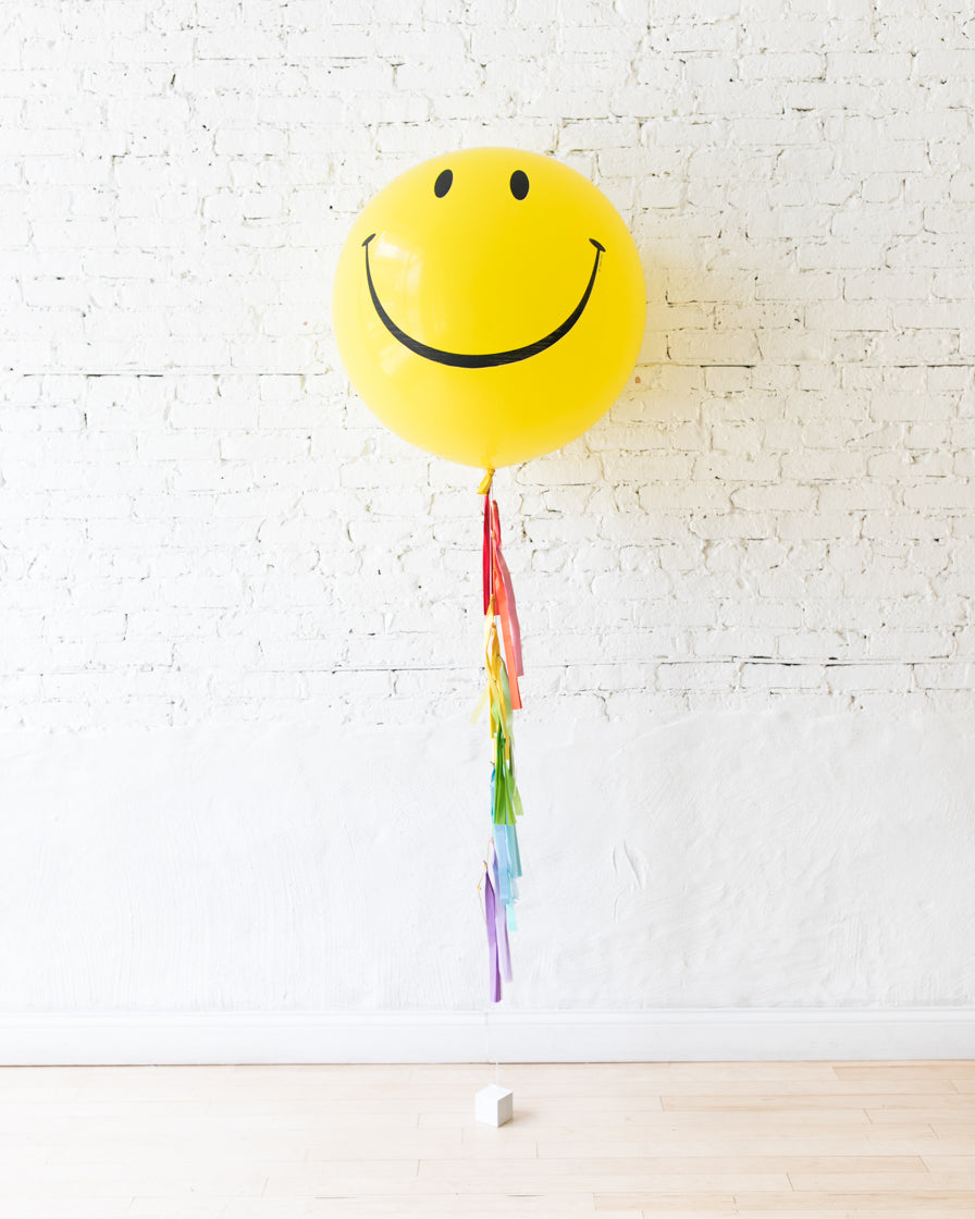 OUTDOOR-Giant Happy Face Balloon and Multicolor Tassel