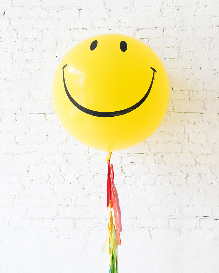 GIFT-Giant Happy Face Balloon and Rainbow Tassel