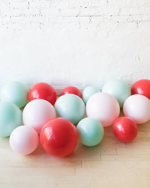 GIFT-Holiday Theme - Floor Balloons - set of 15
