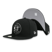 [70343946] Brooklyn Nets Men's Black Fitted Hat.