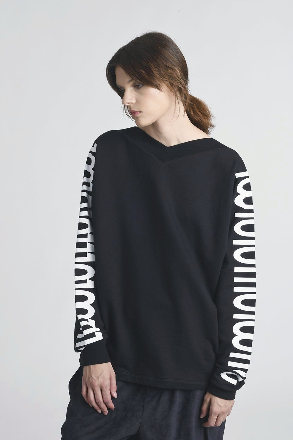 Shun Drop Shoulder V-Neck Printed Sweatshirt
