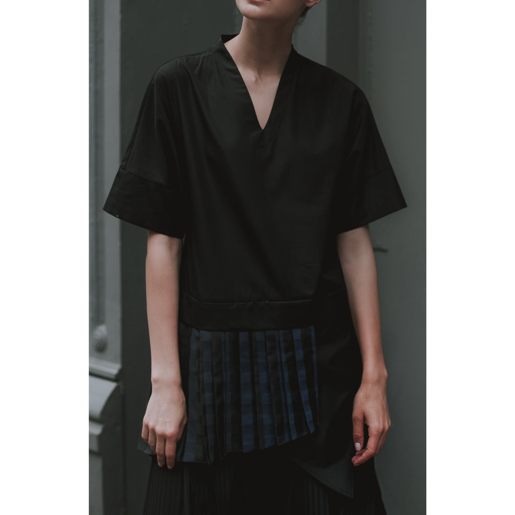 Jace V-Neck Apron Pleated Pullover