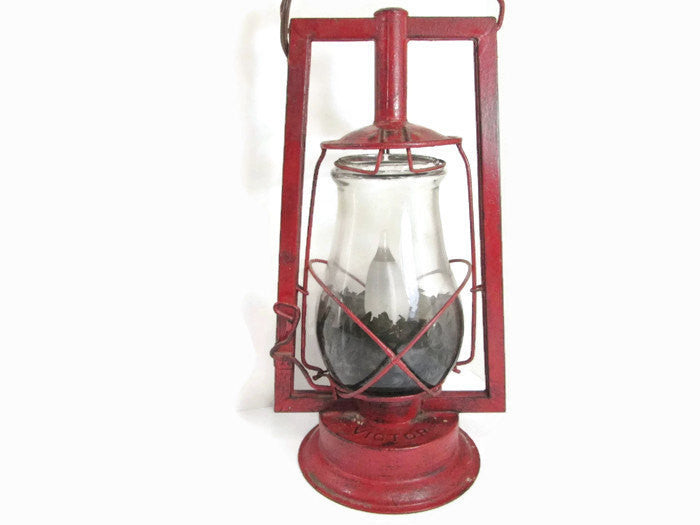 Dietz Victor Oil Lamp / Electric Lantern - GirlPickers