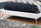 BED - QUEEN SIZE / WHITE LEATHER-LOOK WITH CHROME LEGS  MN-5953Q