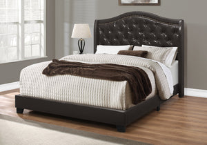 BED - QUEEN SIZE / BROWN LEATHER-LOOK WITH BRASS TRIM    MN-5969Q