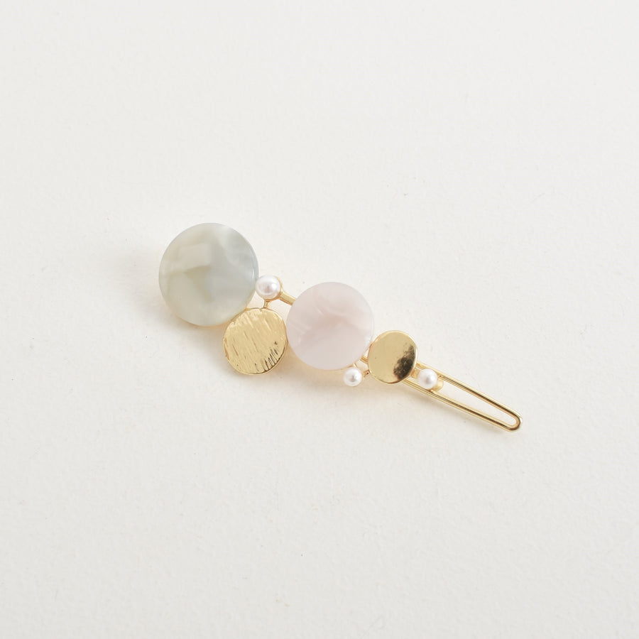 COURTNEY RESIN & PEARL HAIR CLIP