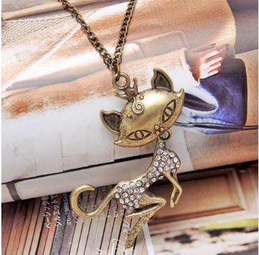 Retro Women Chain Pendant Sexy Vintage Cat Girl Crystal Rhinestone Long Necklace