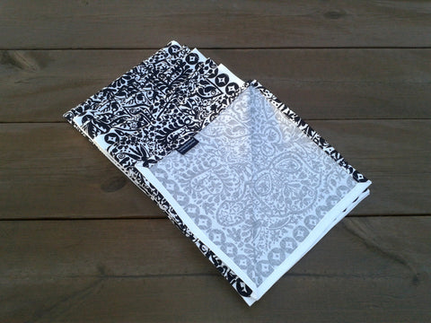 Black and white cloth napkins from Marimekko fabric Pieni Kulkunen