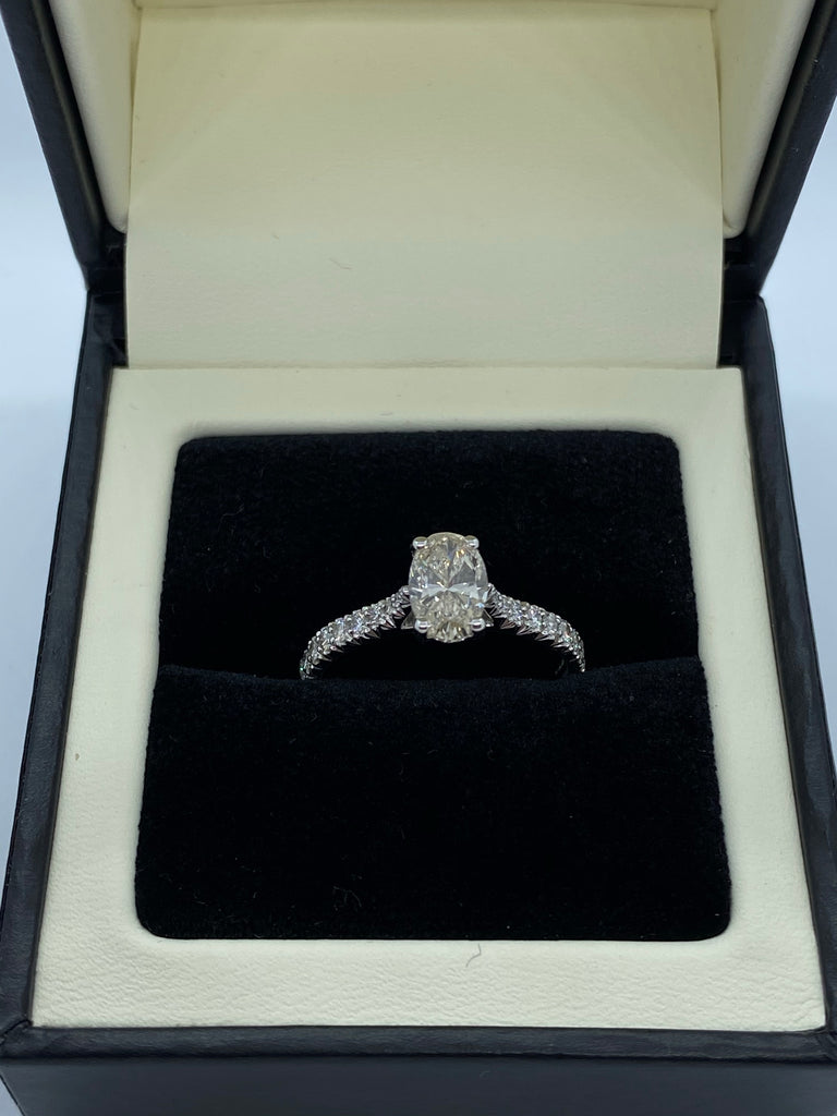Single stone diamond ring platinum