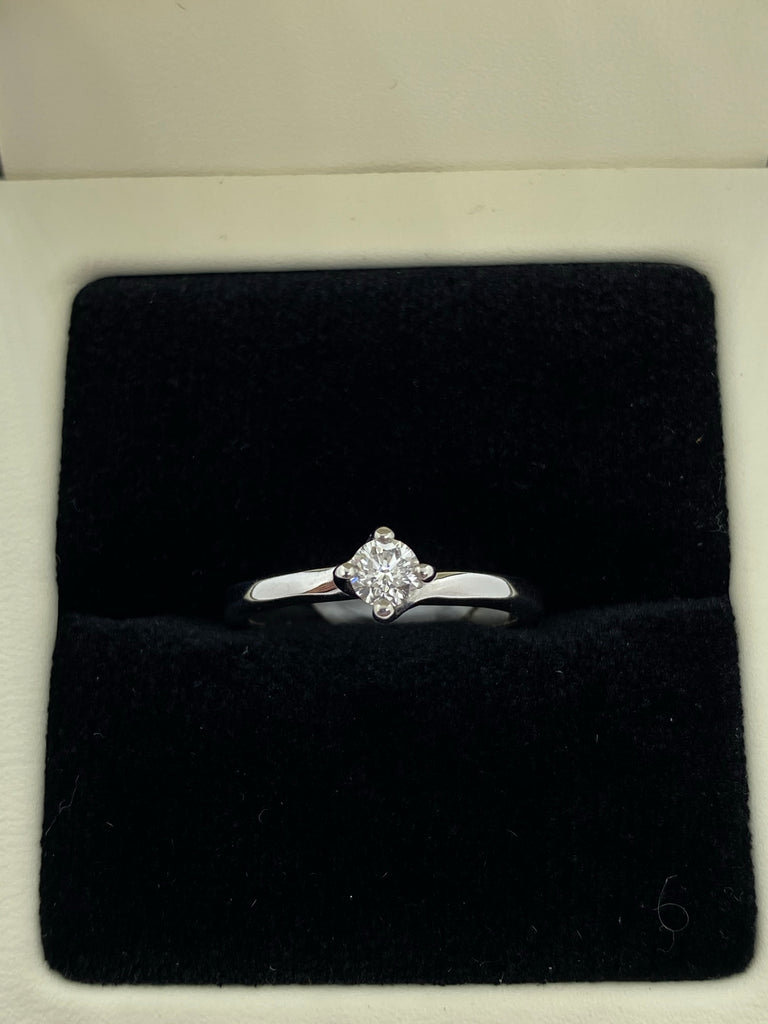 Single stone diamond ring 18ct white gold
