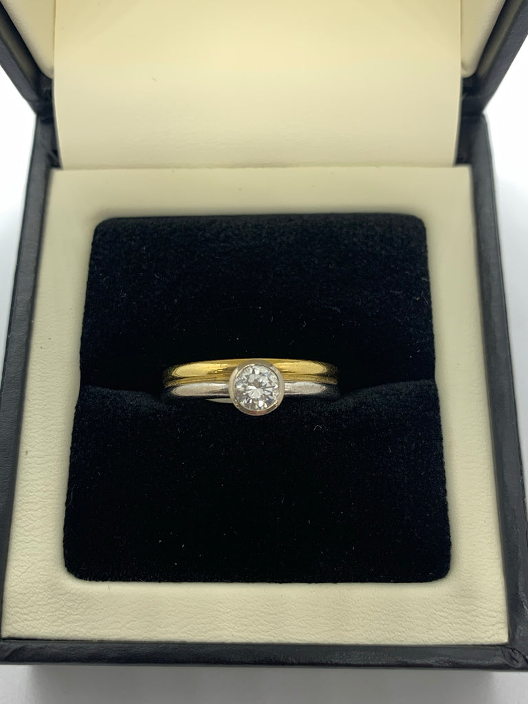 Two colour single stone Diamond ring