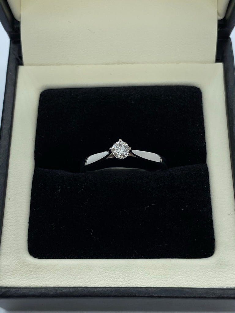 Single stone diamond ring ring platinum