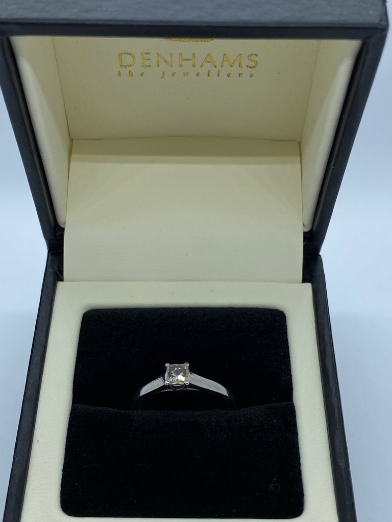 Single stone princess cut diamond ring platinum