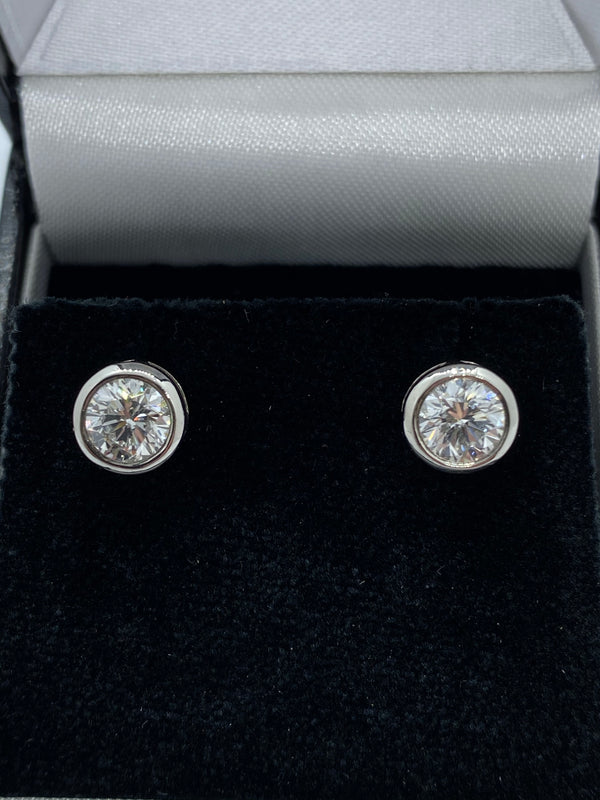 Single stone diamond stud earrings platinum