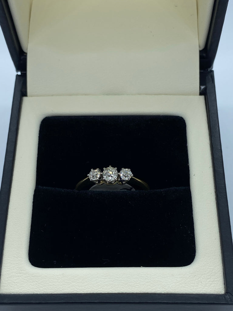 Three stone diamond ring 18ct