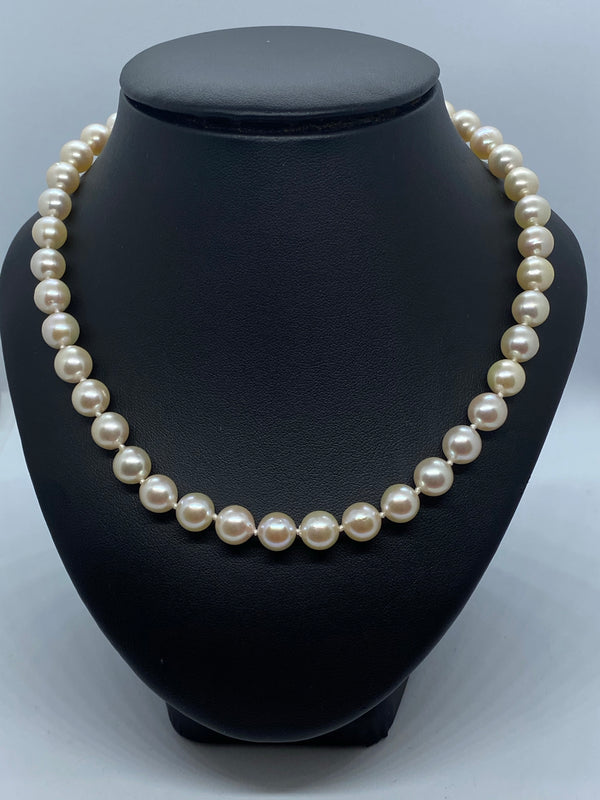 One row cultured pearl necklace