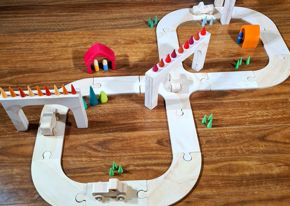 The Wooden Toy Co - 15 Piece Wooden Road Set