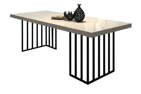 Distinctify Bianca Dining Table