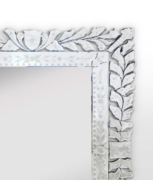 Distinction Furniture Ornare Mirror