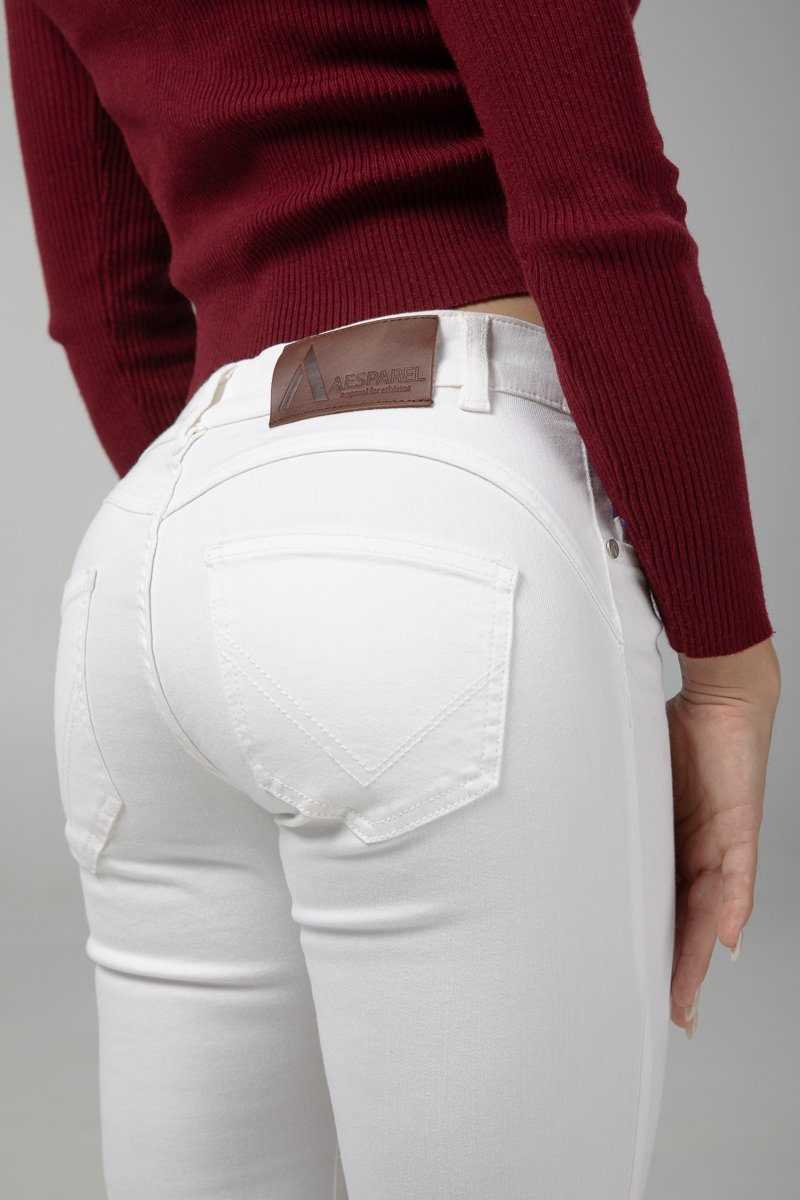 Pure White Bottom Detail