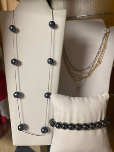 Navy Floating Pearl Necklace