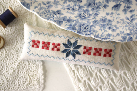all in a row bonus pinkeep - needlework expo preview - october house fiber arts