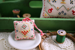 Maggie's Basket - Cross Stitch Pattern
