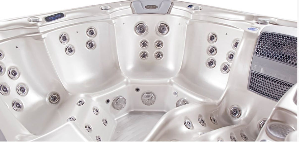 Wellis Taurus model, 6 seat lounger hot tub
