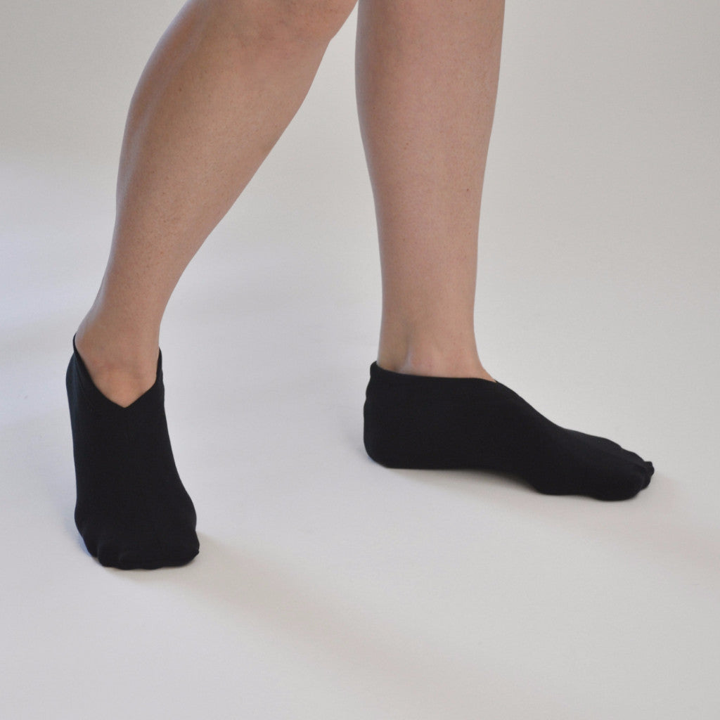 v neck sock - black