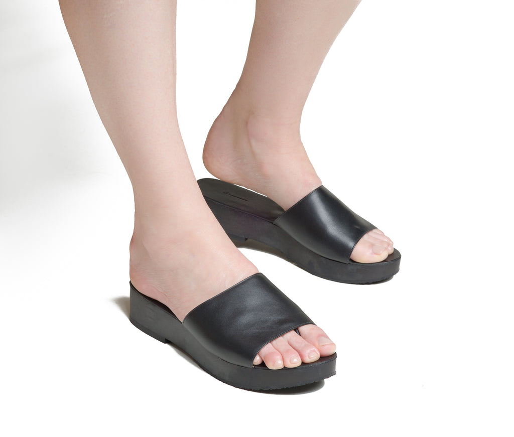 emano flatform slide sandal - black smooth leather/black polished wood