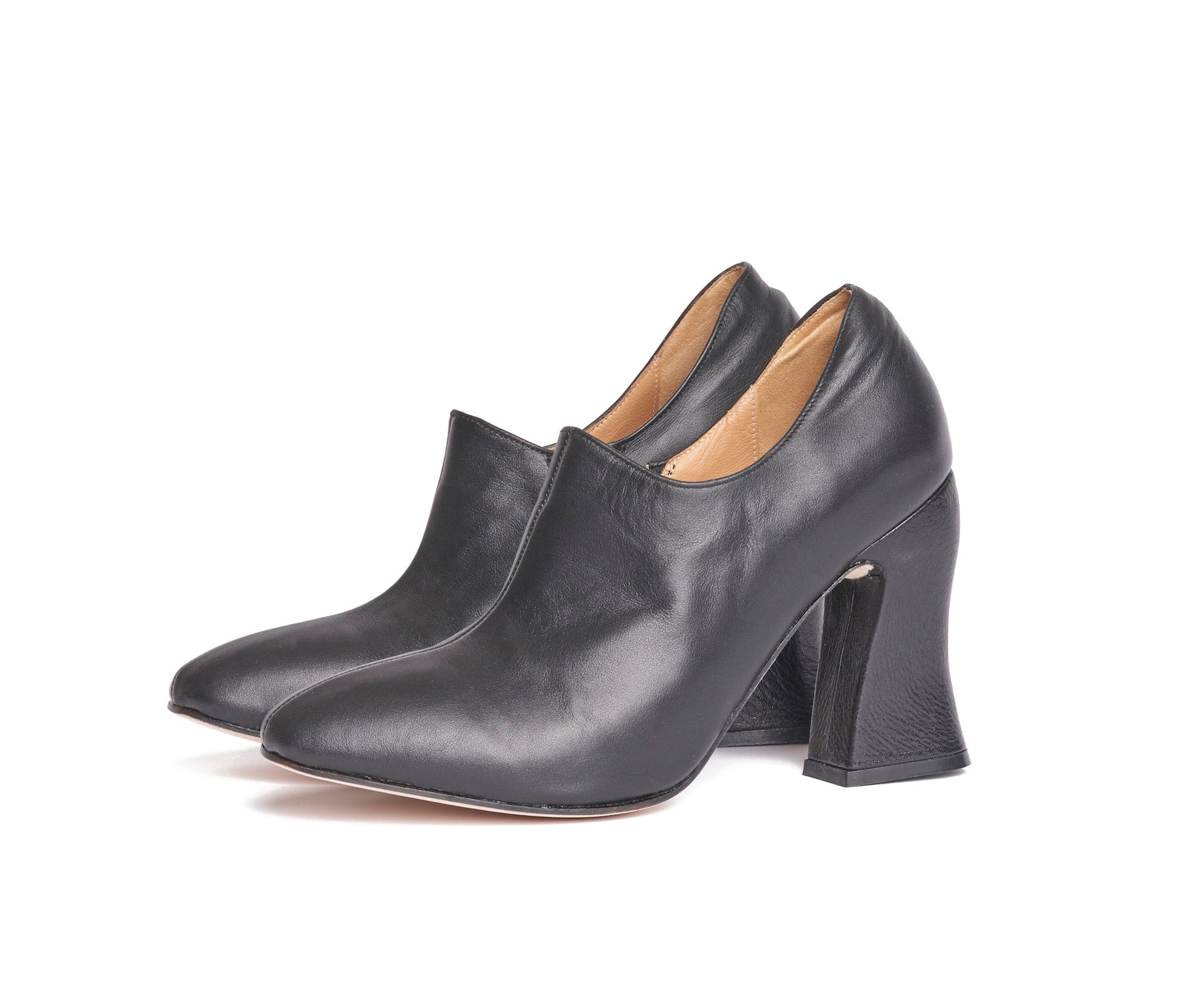 dialion curved heel bootie - black textured leather
