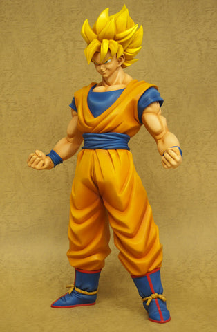 Dragon Ball Z: Super Saiyan Goku Gigantic Series 1/4 Scale