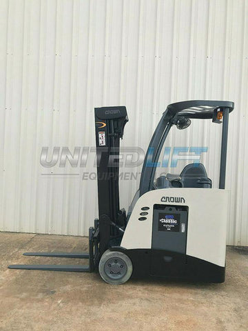 2010 CROWN RC 5520-30 Stand Up Dockstocker 3500 LB 36 VOLT ELECTRIC FORKLIFT 83/190 3 STAGE MAST SIDE SHIFTER 10447 HOURS STOCK # 10413-114477-ARB