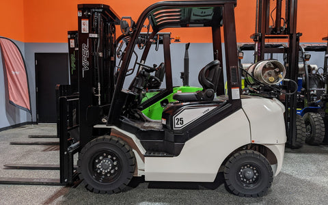"2021 VIPER FY25 5000 LB LP GAS FORKLIFT PNEUMATIC 85/189"" 3 STAGE MAST SIDE SHIFTER BRAND NEW STOCK # BF9204019-ILIL - United Lift Used & New Forklift Telehandler Scissor Lift Boomlift"