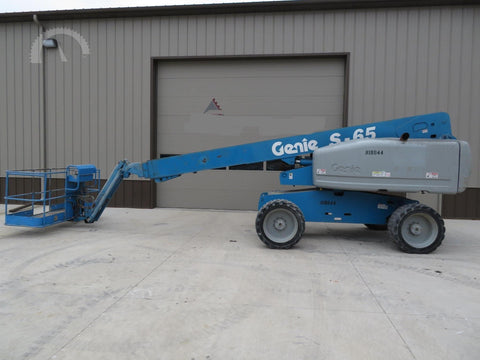 2004 GENIE S65 500 LBS DUAL FUEL 65 FT. PNEUMATIC TIRES 4586 HOURS TELESCOPIC BOOM LIFT STK# BF9234519-WIB