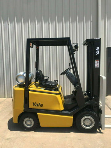 2005 YALE GLP040 4000 LB LP GAS FORKLIFT PNEUMATIC 84/130 2 STAGE MAST 1718 HOURS STOCK # 8499-244771-ARB